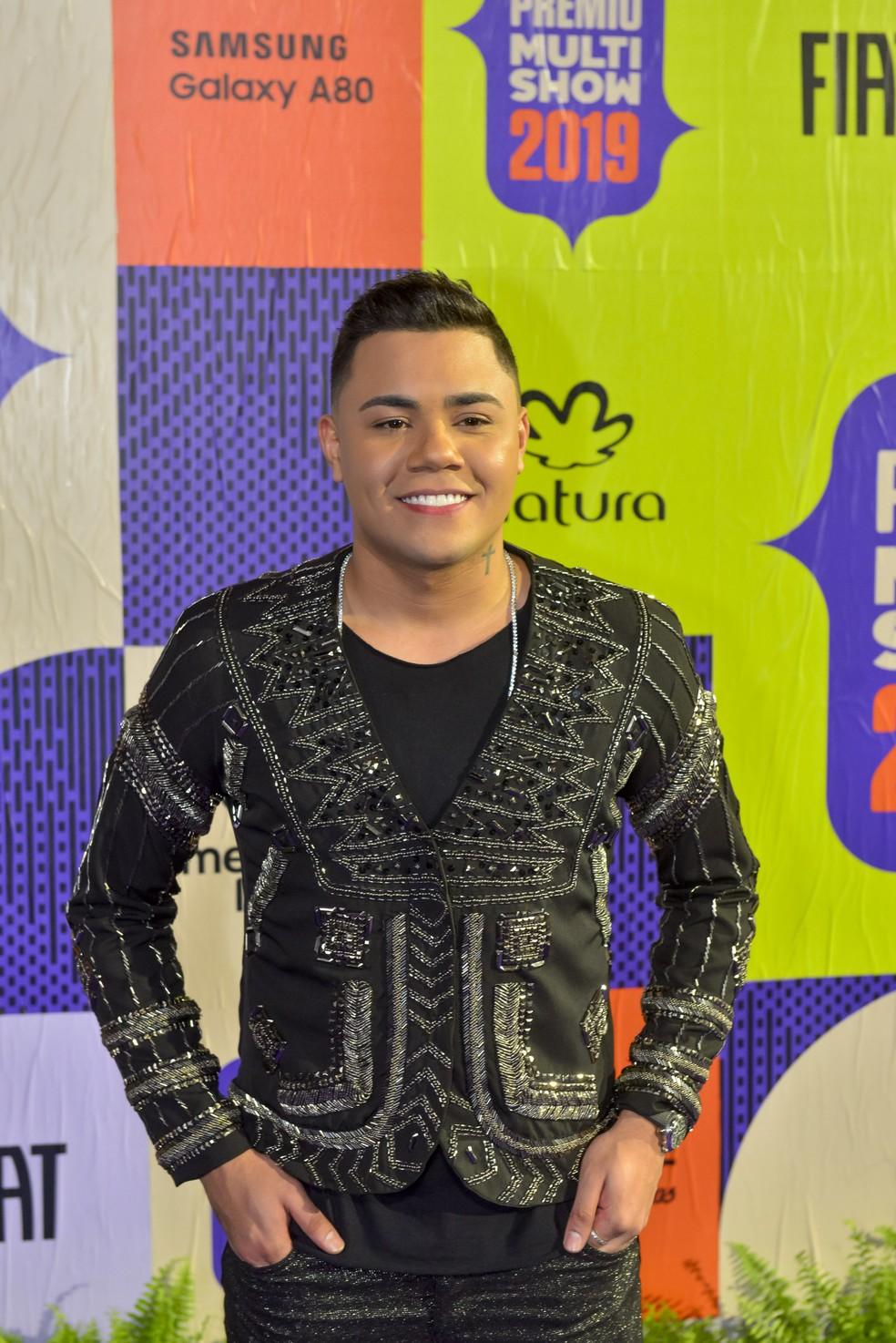 Felipe Araujo apostou no brilho para concorrer em Música do Ano e Música Chiclete do Ano, 'Atrasadinha' — Foto: Fabio Cordeiro/Gshow
