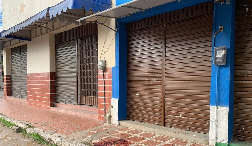 A Polícia Militar recolheu imagens das câmeras de segurança de estabelecimentos nas imediações do local do crime — Foto: Edson Freitas