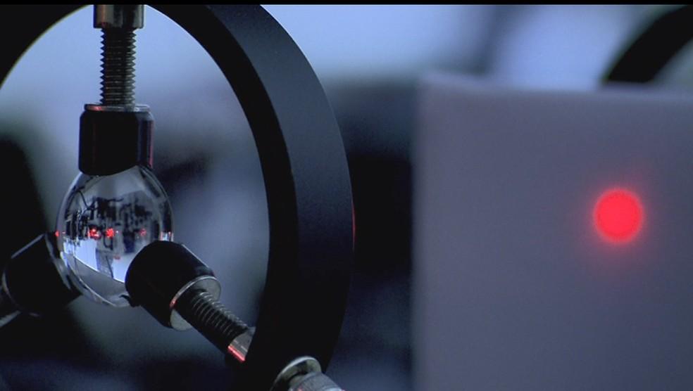 Técnica desenvolvida na USP de São Carlos usa nanotecnologia e luz infravermelha para combater células cancerosas — Foto: Wilson Aiello/EPTV