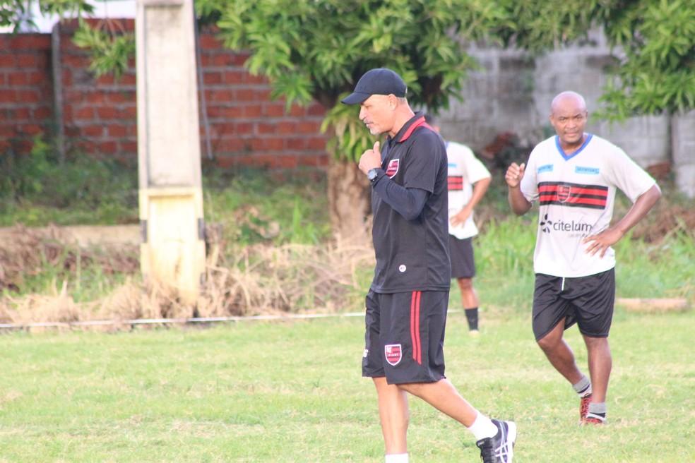 Paulo Júnior, treinador do Flamengo-PI (Foto: Arthur Ribeiro/GloboEsporte.com)