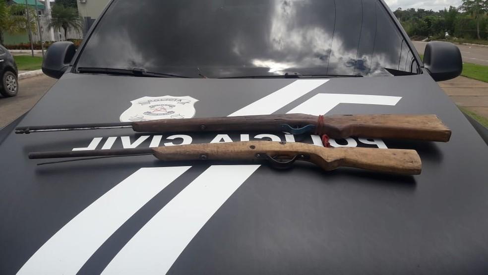 Armas de fogo foram encontradas em caminhões, durante ação da Polícia. — Foto: Reprodução / Polícia Civil