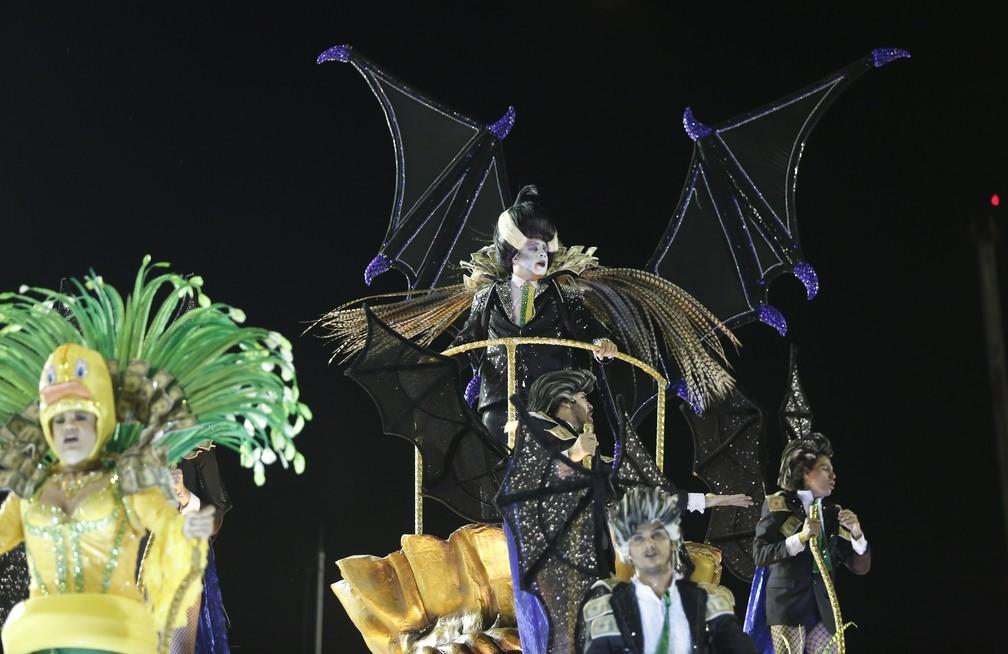 Vampiro da Tuiuti volta à Sapucaí sem faixa presidencial na fantasia (Foto: Marcos Serra Lima/G1)