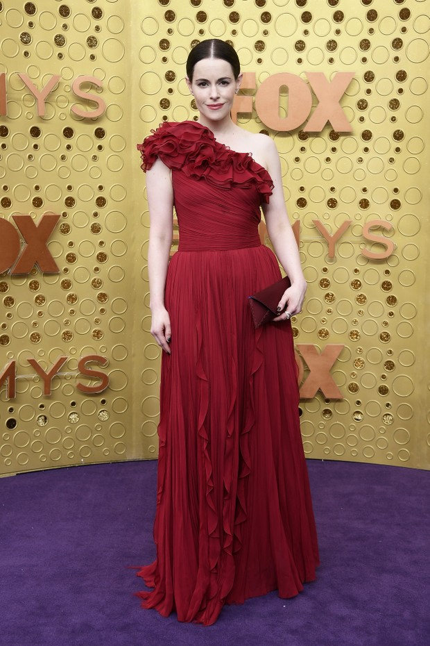 Emily Hampshire usa J. Mendel (Foto: Getty Images)