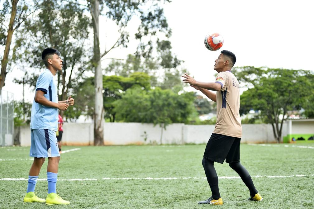 Anderson, nascido no Brasil, e Nik, nascido na Bolívia, treinam em São Paulo antes de período de testes na Bolívia — Foto: Marcos Ribolli