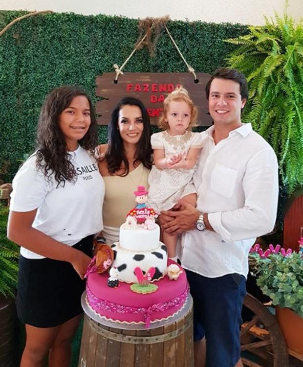 Yaclara, Mônica Carvalho, Valentina e Alaor Paris (Foto: Reprodução/Instagram)