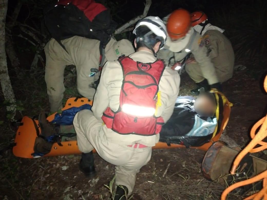 Homem sai para acampar, lesiona tornozelo e precisa ser resgatado pelo Corpo de Bombeiros em MS
