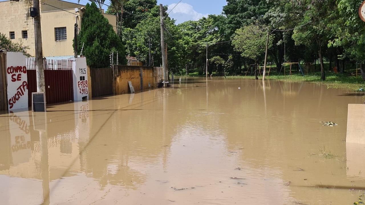 Temporal inunda central de ambulâncias, danifica ponte e alaga casas em Monte Mor; FOTOS