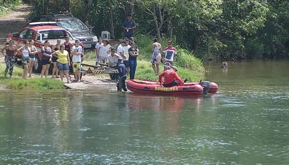 Quatro pessoas se afogaram no Rio Paranapanema em Chavantes  — Foto: TV TEM/ Reprodução