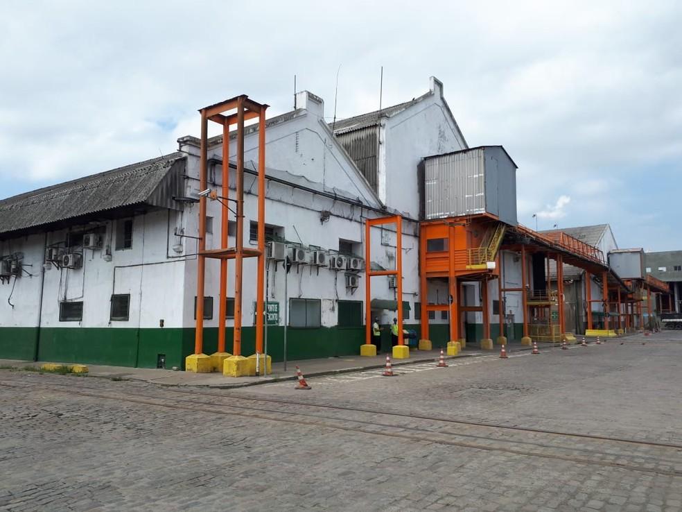 Terminal STS20 é composto por três armazéns e fica localizado na margem direita do Porto de Santos (SP) — Foto: Rodrigo Nardelli/G1