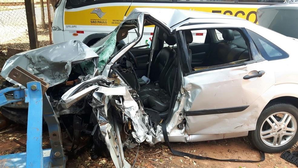 Carro envolvido no acidente na Rodovia Mário Perosa (Foto: Monize Poiani/TV TEM)