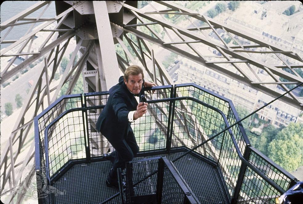 Roger Moore em '007 - Na mira dos assassinos' (1985) — Foto: Divulgação