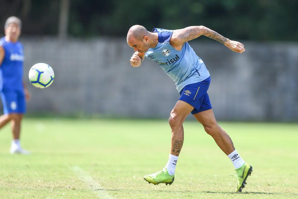 Diego Tardelli está com o Grêmio na Bahia — Foto: Lucas Uebel/Grêmio