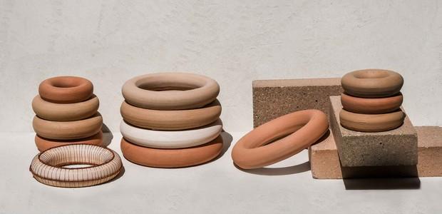 A Denise Braune é expositora do Núcleo D.A. que estimula a diversidade criativa do design brasileiro com artistas que produzem peças exclusivas e design original. Este ano, a Abup traz o Beto Cocenza como curador e articulador do núcleo (Foto: Divulgação)
