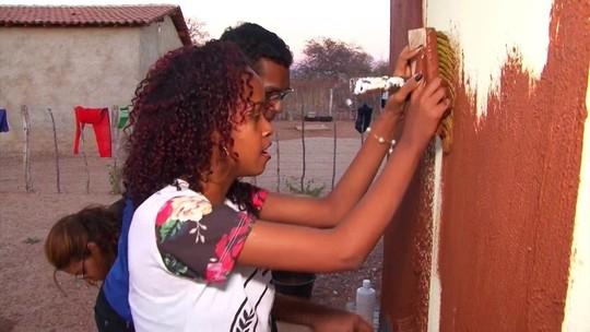 Jovens estudantes do interior da Bahia criam tinta ecológica feita de barro