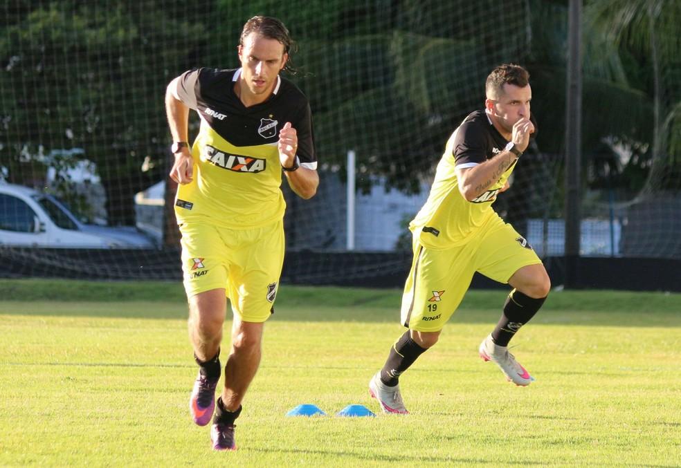 Meia Zotti ressalta entrosamento do ABC como ponto positivo para facilitar adaptação ao clube (Foto: Andrei Torres/ABC)