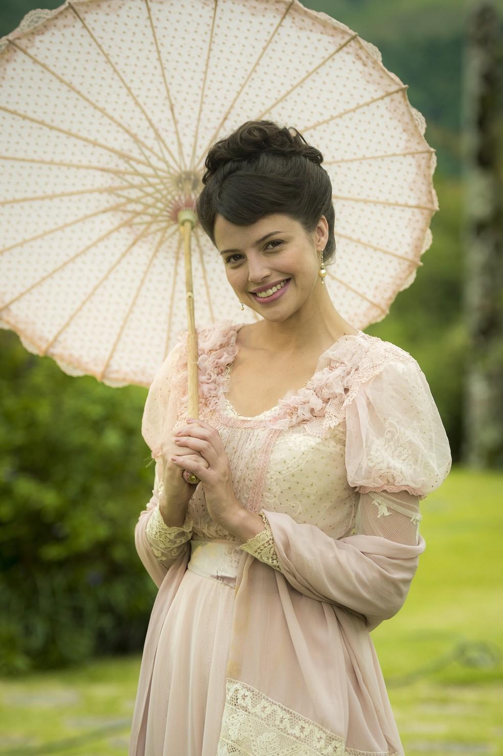 Ema (Agatha Moreira) é linda, inteligente, mas só tem uma coisa na cabeça: casamento! (Foto: Raquel Cunha/Globo)