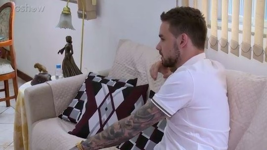 Liam Payne faz supresa para fã e fala sobre o carinho com os ex-companheiros de One Direction: 'Feliz por eles'