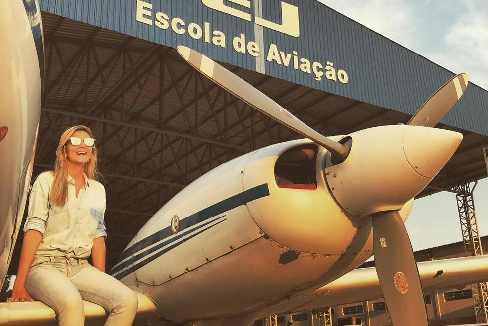Flavia começou a carreira como instrutora de voos em Itápolis  — Foto: Arquivo pessoal