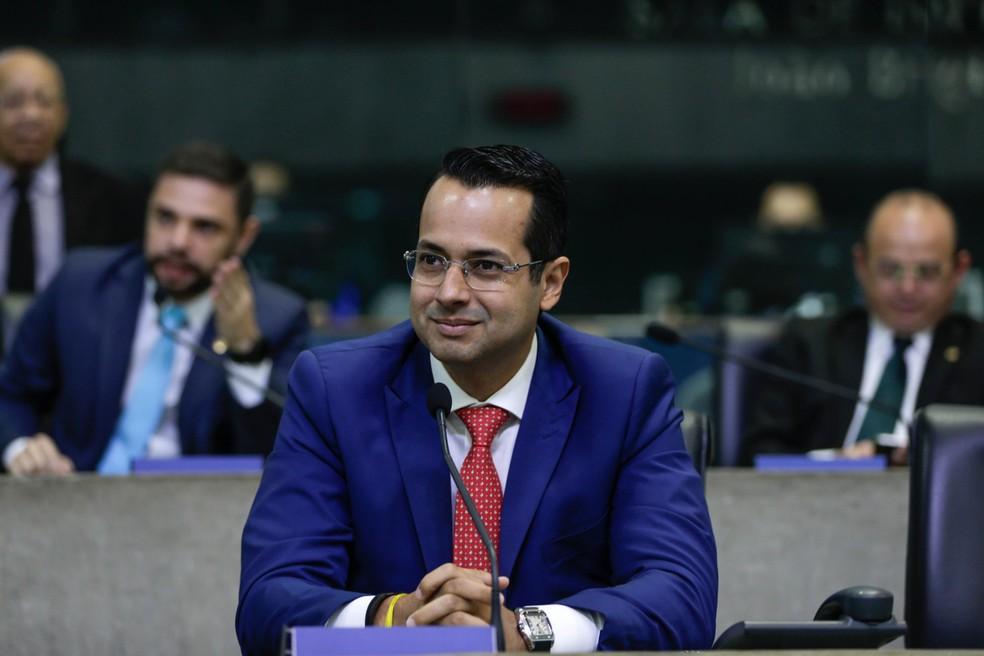Vitor Valim exerce o cargo de deputado estadual — Foto: ALCE/Divulgação