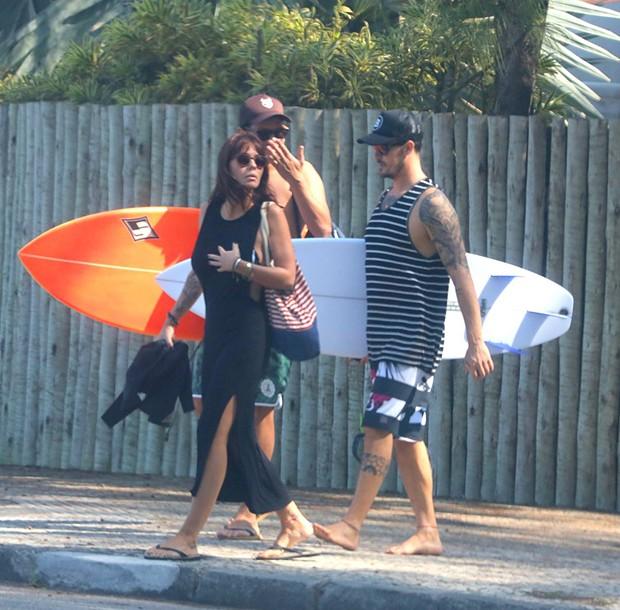 e Amanda Beraldi na Praia da Macumba no Rio de Janeiro (Foto: AgNews)