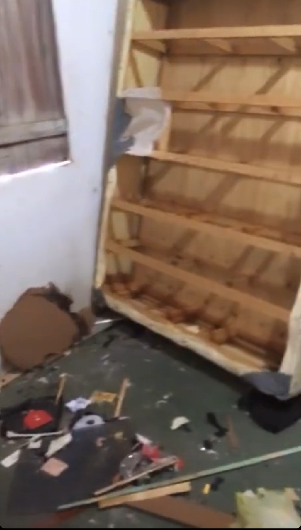 Blogueira de Granja, no Ceará, é agredida e tem quarto destruído pelo ex-namorado. — Foto: Reprodução