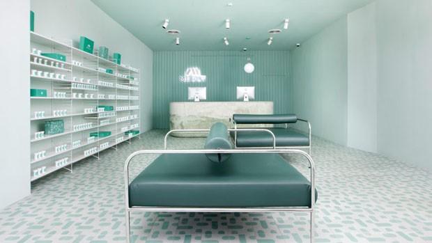 Esta farmácia em Nova York parece ter saído de um filme de ficção científica (Foto: Charlie Shuck/Sergio Mannino Studio)