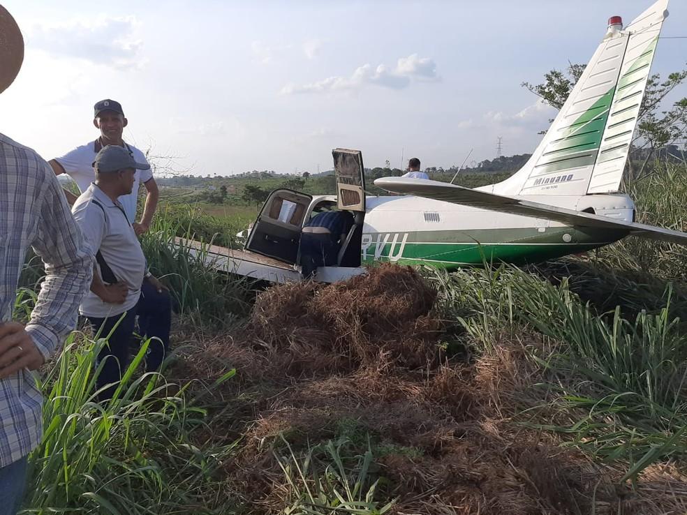 Aeronave que transportava o deputado Paulo Bengston após sair da pista  — Foto: Reprodução/ TV Liberal