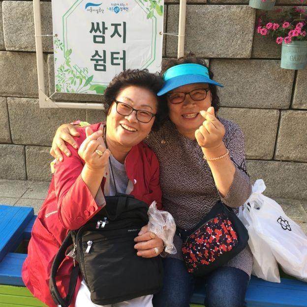 Mulheres de gerações mais antigas demonstram preocupação com baixo índice de natalidade da Coreia do Sul (Foto: BBC News Brasil)