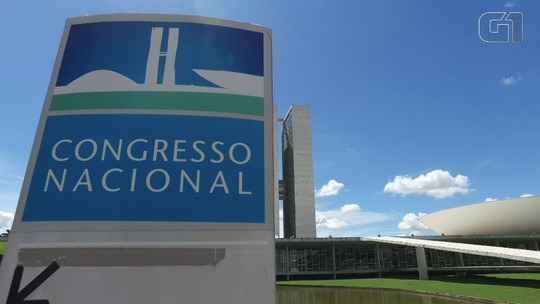 Semana no Congresso: Senado vota afastamento de Aécio; CCJ da Câmara analisa denúncia contra Temer