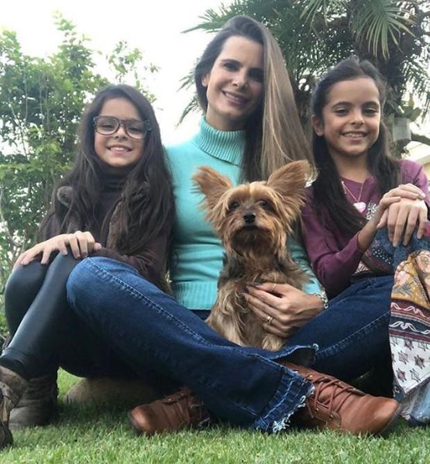 Flávia Camargo com as filhas, Isabella e Helena (Foto: Reprodução/Instagram)