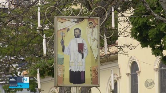 Três Pontas já começa a receber fiéis para o aniversário de morte de Padre Victor