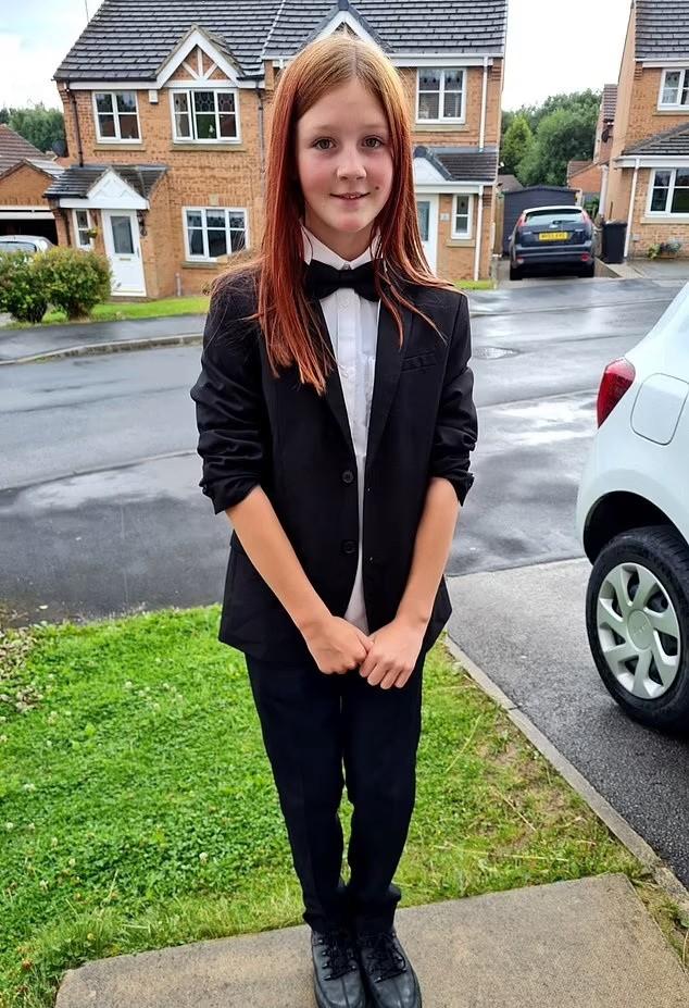 A pequena Mischa Parker foi vítima de comentários maldosos por ter escolhido ir de terno para o baile da escola (Foto: Reprodução Instagram)