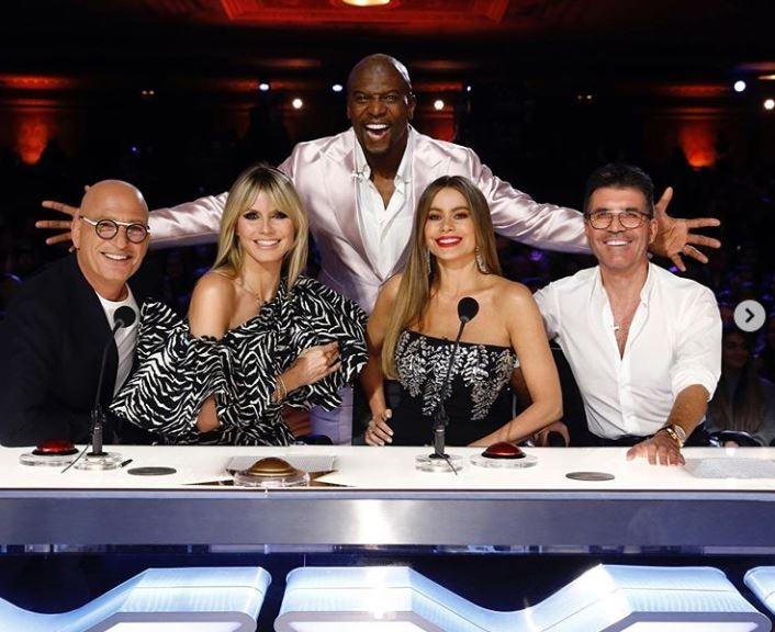 Sofía Vergara, Howie Mandel, Simon Cowell, Heidi Klum e Terry Crews no set de America's Got Talent (Foto: Instagram)