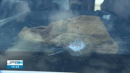 Motorista fica ferido após ser atingido por pedra em tentativa de assalto na BR-230, na PB