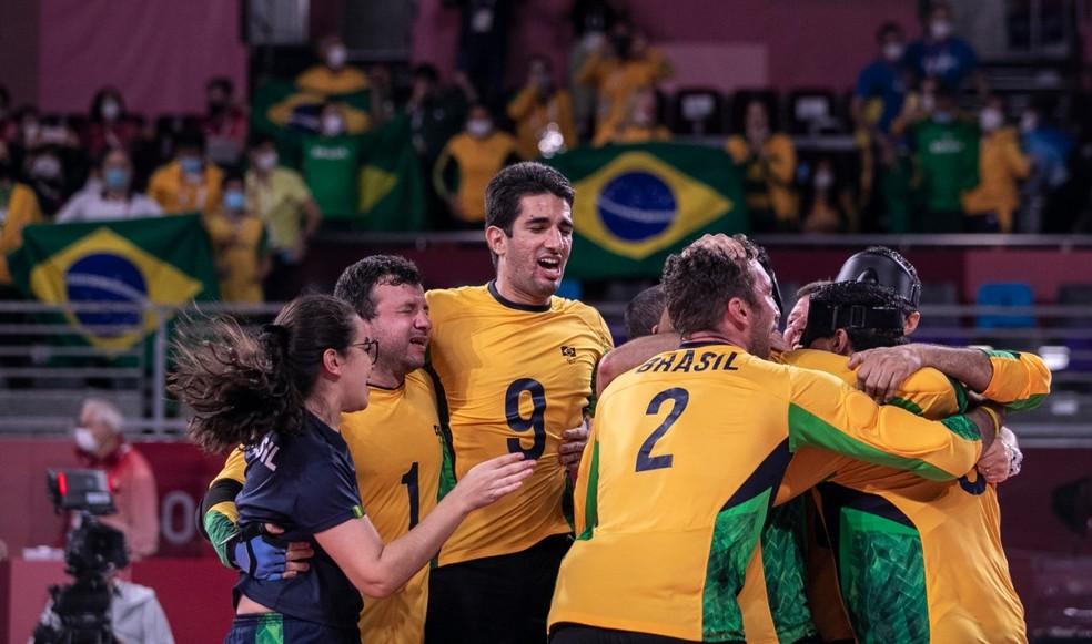 Seleção do goalball festeja título em Tóquio — Foto: Alê Cabral/ CPB