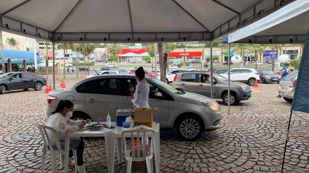 Vacinação em drive-thru no shopping Via Direta, em Natal. — Foto: Anna Alyne Cunha/Inter TV Cabugi