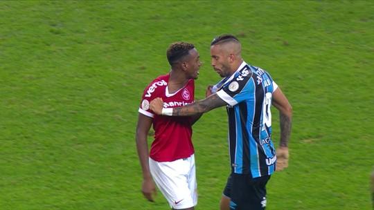 """Renato vê """"jogo de dois tempos"""", diz que Grêmio poderia vencer e minimiza discussão com Odair"""