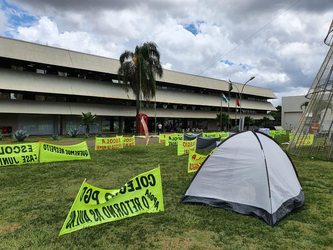 Prefeito de Londrina veta projeto de lei que inclui educação entre serviços essenciais