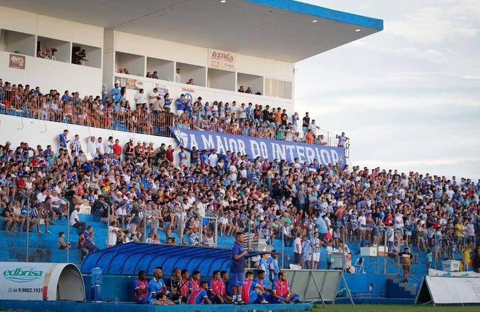 Estádio Perpetão, casa do Atlético de Cajazeiras, só recebeu torcida em poucos jogos na temporada — Foto: Gabriela Sávio / Atlético de Cajazeiras
