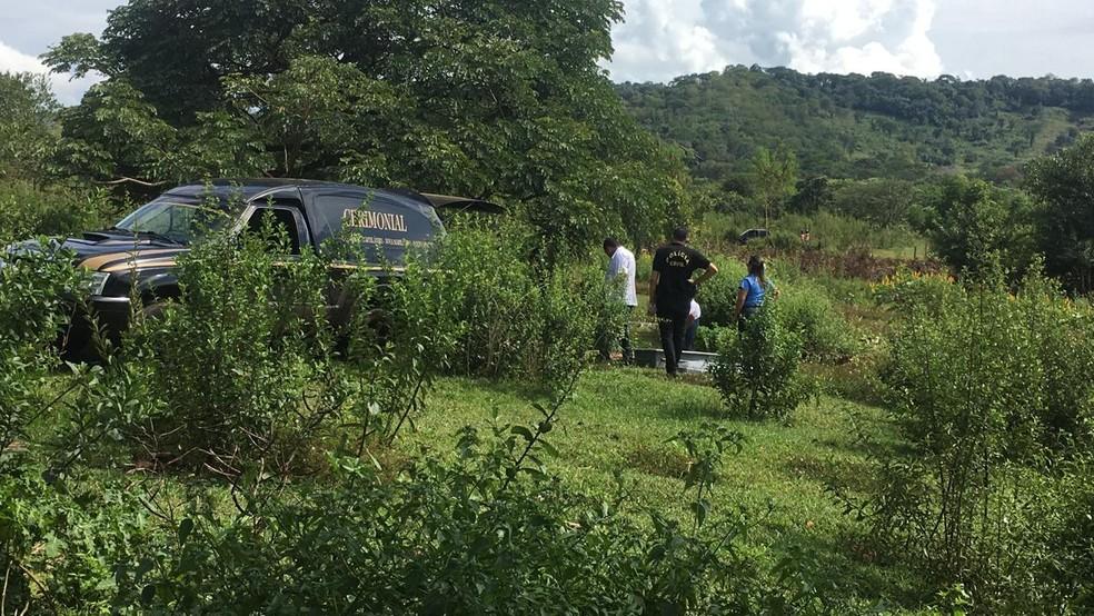 Vítimas foram encontradas mortas em colchão — Foto: José Pereira/TVCA