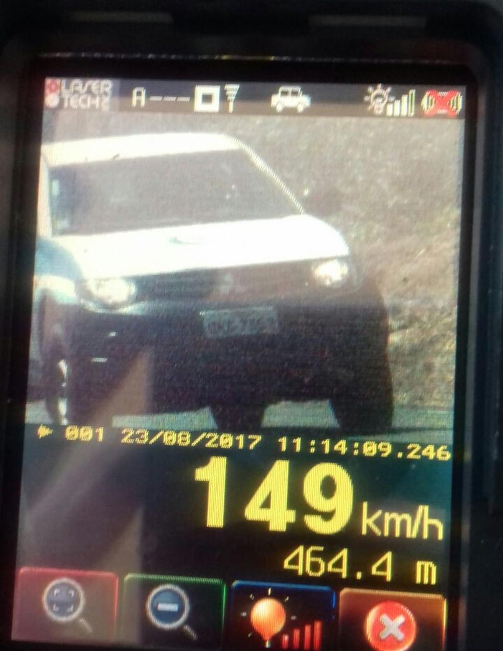 Outros veículos também foram flagrados acima da velocidade permitida (Foto: PRF/Divulgação)