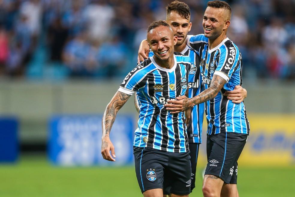 Everton, Vizeu e Luan devem formar o ataque na segunda — Foto: Lucas Uebel / Grêmio, DVG