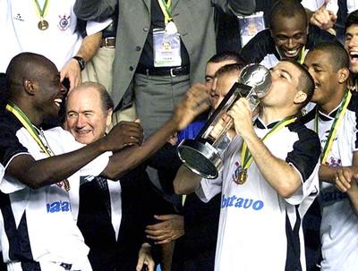 Rincon Luisão Vampeta Corinthians 2000 (Foto: Ag. Estado)