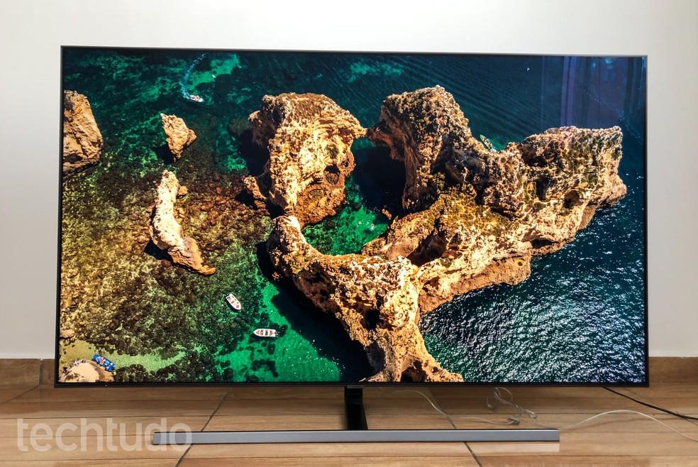 Samsung QLED 80R é um ótimo modelo, mas o seu preço assusta — Foto: Tainah Tavares/TechTudo