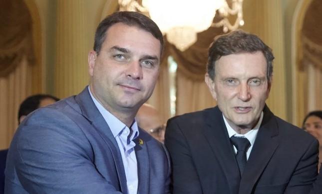 O senador Flávio Bolsonaro e o prefeito Marcelo Crivella no Palácio da Cidade