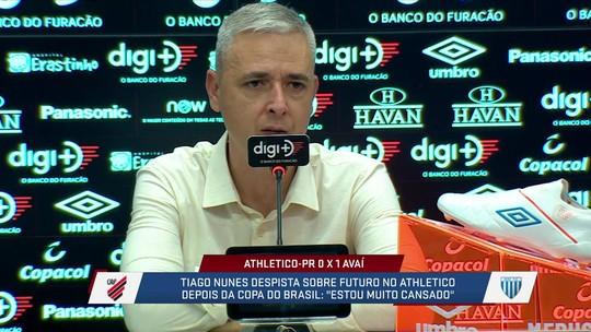 """Treinador do Athletico-PR desabafa: """"Estou muito cansado"""""""