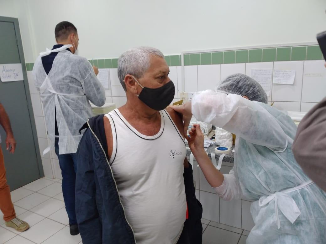 Rio Branco vacina as primeiras pessoas com a Pfizer nesta sexta (7): 'Queria muito esse momento'
