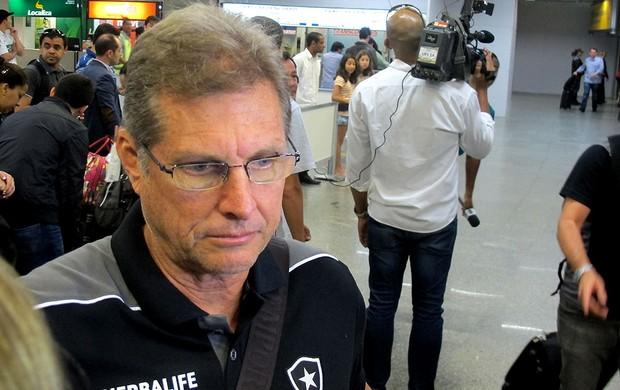 Oswaldo de Oliveira aeroporto Botafogo (Foto: Thales Soares)