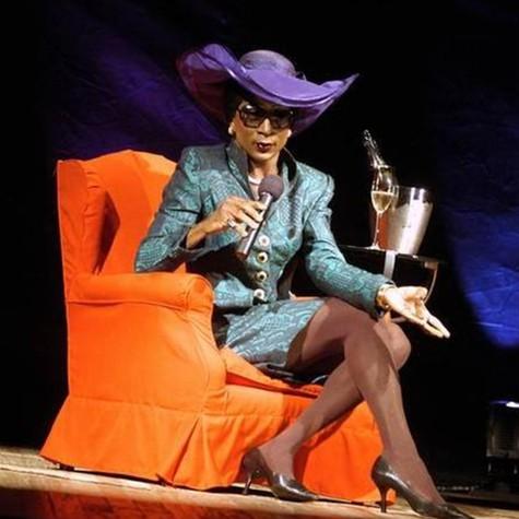 Luis Miranda como Madame Sheila (Foto: Reprodução)