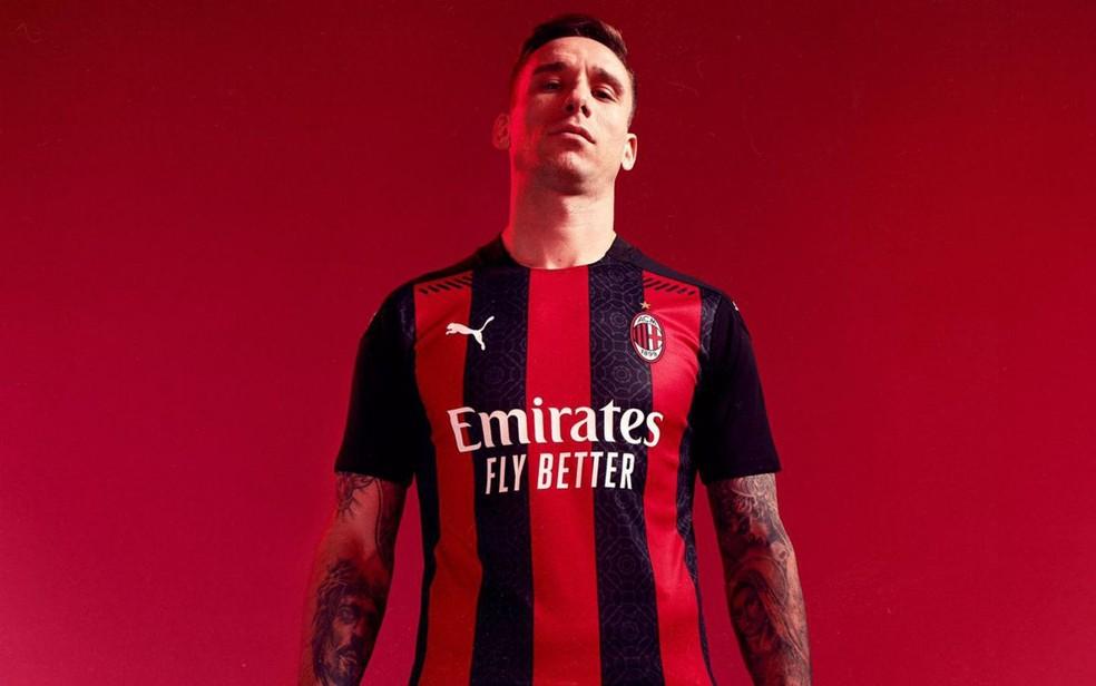 Milan Lanca Camisa Nova Para Temporada 2020 21 Quando A Beleza Encontra A Elegancia Futebol Italiano Ge